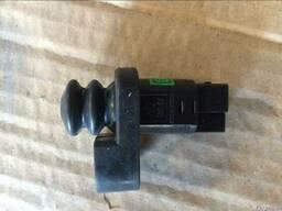 Концевик 3х контактный на переднюю дверь 4131200-K00